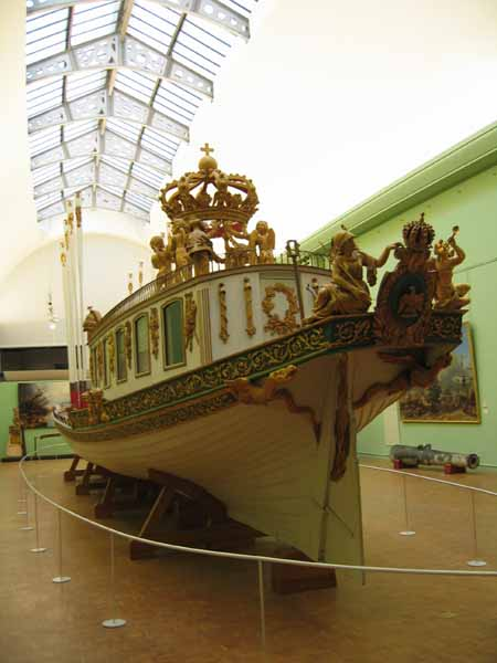 Photos of the barge le canot imperial in the musee de la for Le jardin imperial marines de cogolin