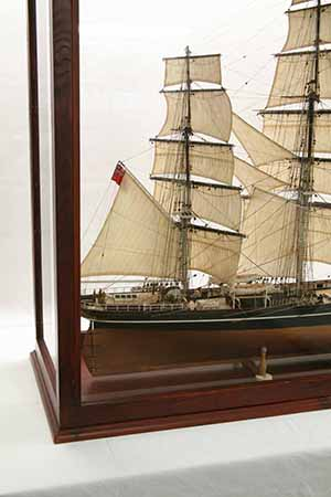 Model Display Cases >> Photos ship model Cutty Sark in display case