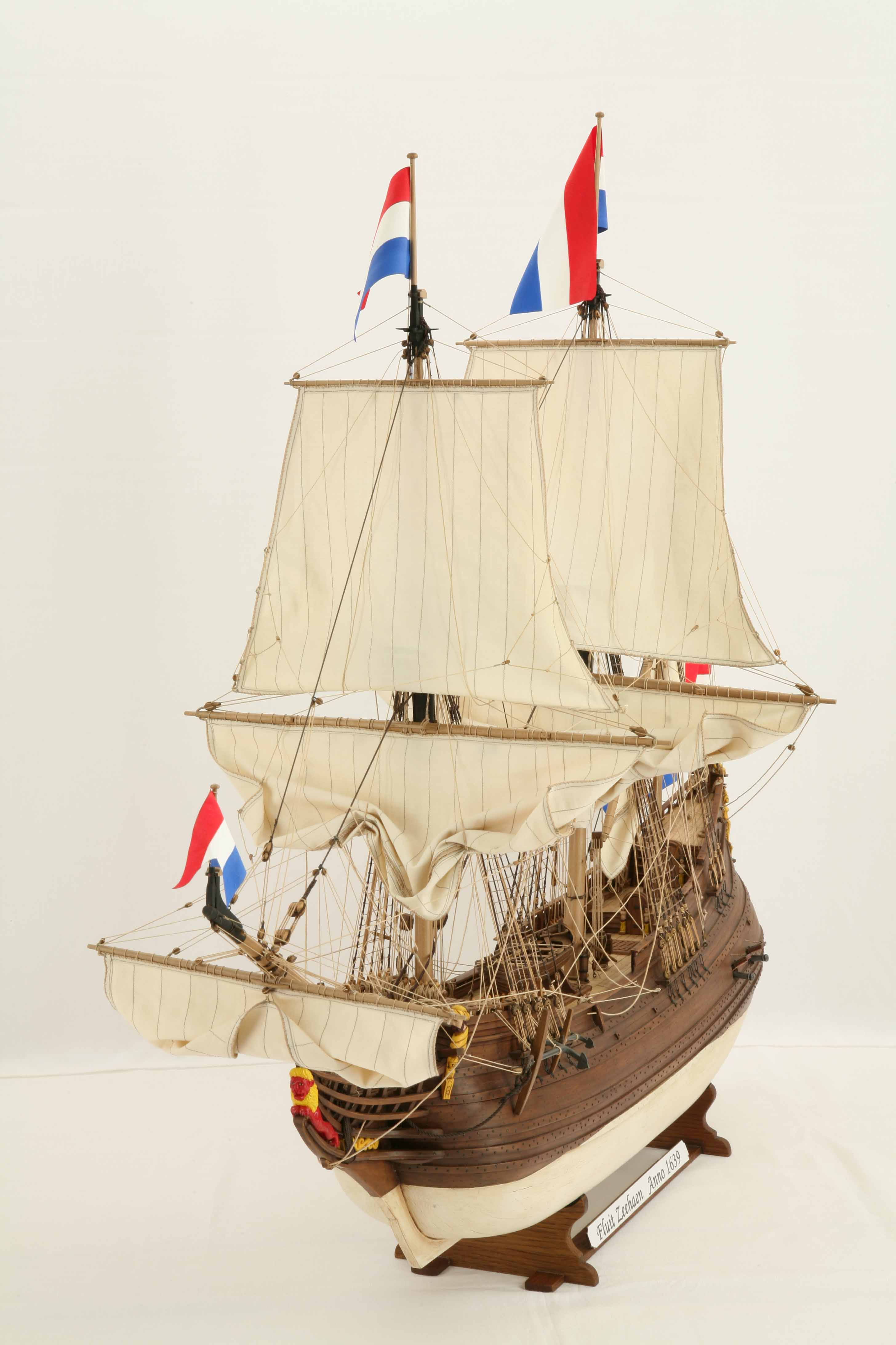 Photos of ship model Dutch fluyt ZEEHAEN of 1639