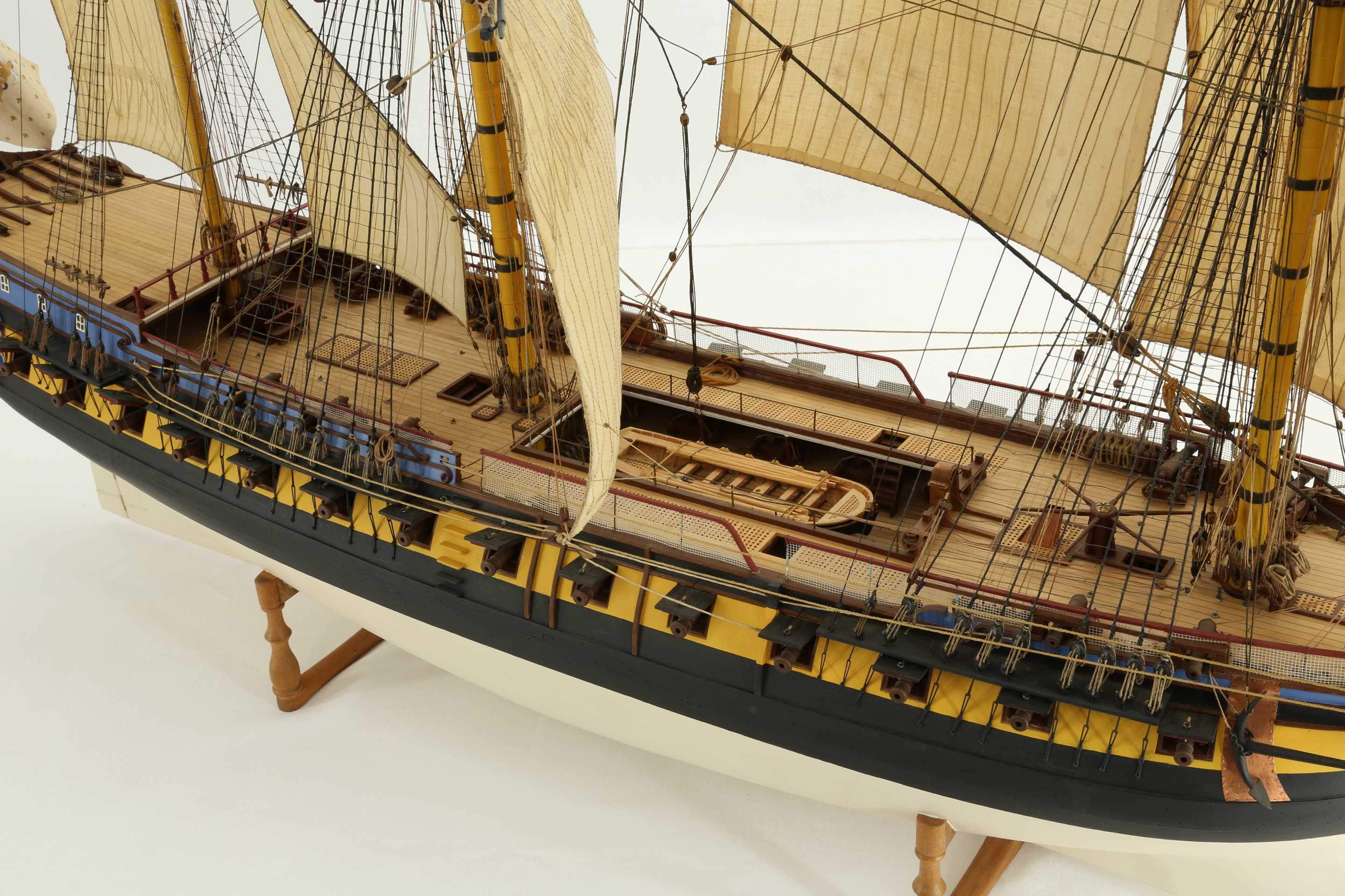 Close-up photos: ship model French 40 gun frigate of 18th ...
