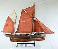Model of English sailing trawler MASTERHAND LT 1203 of 1920