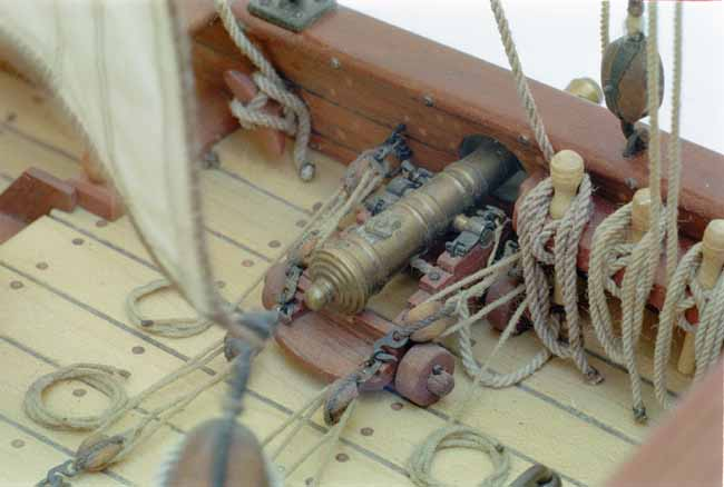 Ship model Max Emanuel, gun on deck