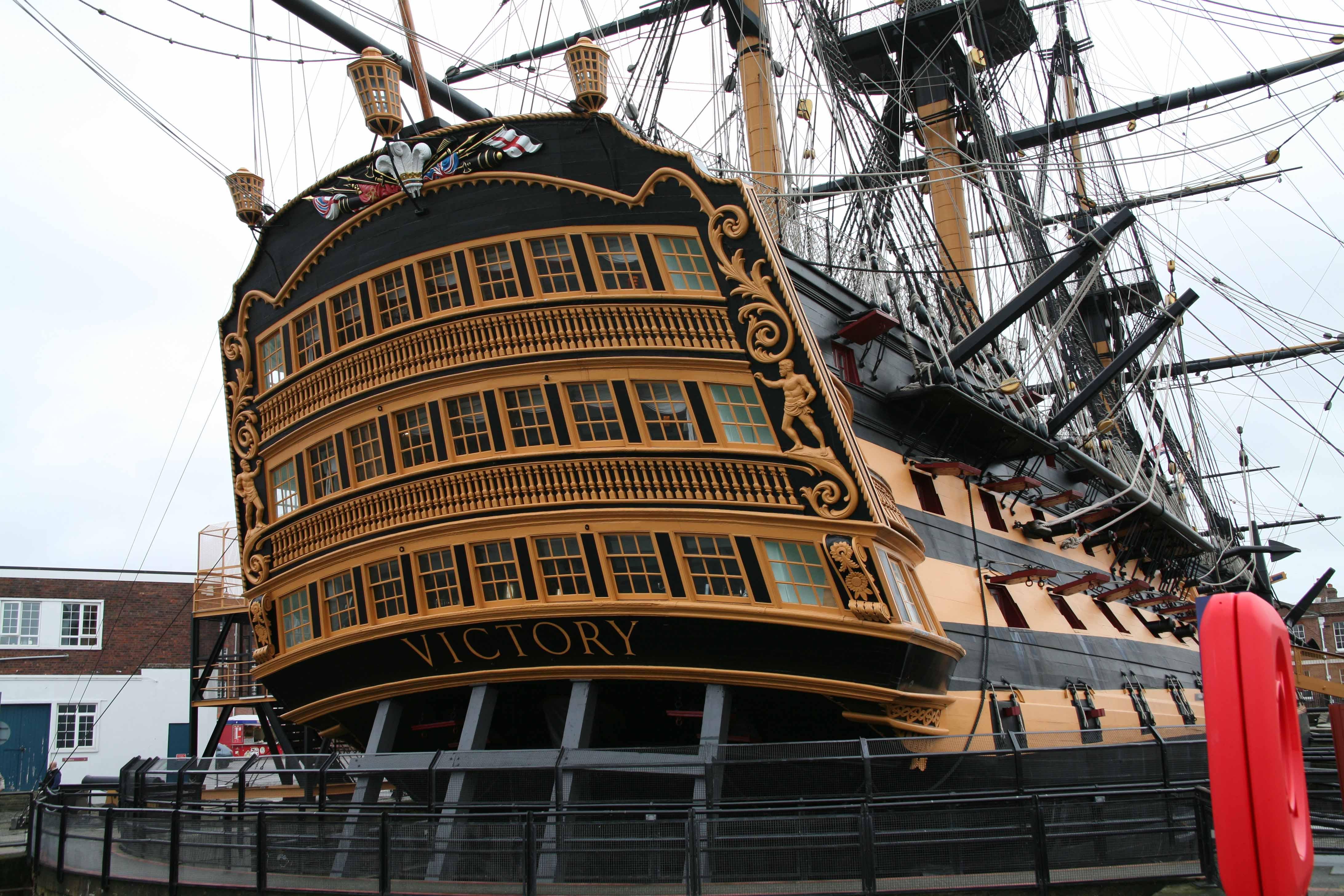 Photos hms victory portsmouth uk for Replica mobel england