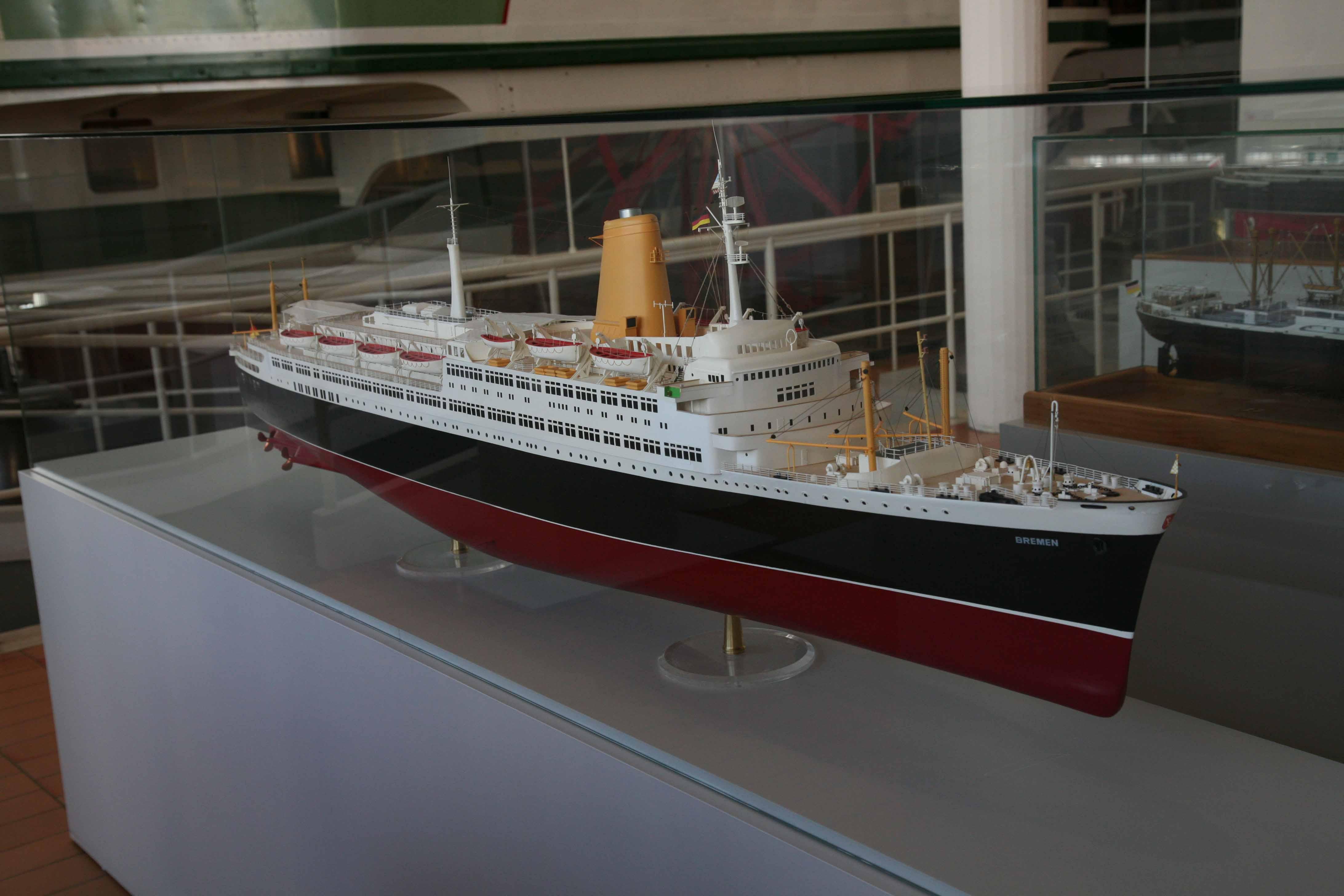 Photos ship model of 1939 passenger ship Bremen (5)