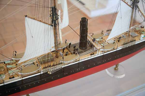 1 Hr Photo >> Photos ship model of 1858 passenger ship Bremen (1)