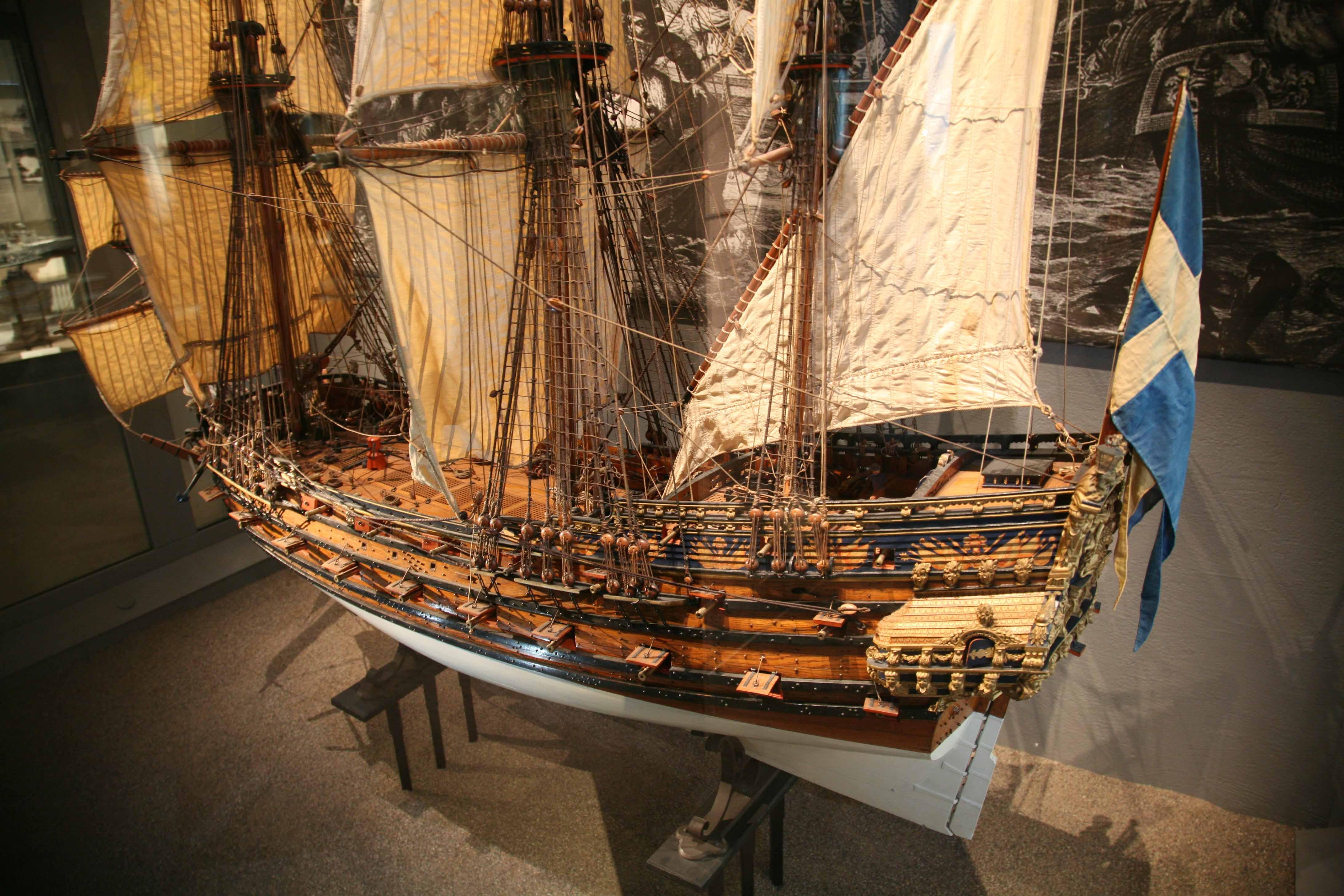 Photos 17th century two-decker ship model, Sjöhistoriska ...