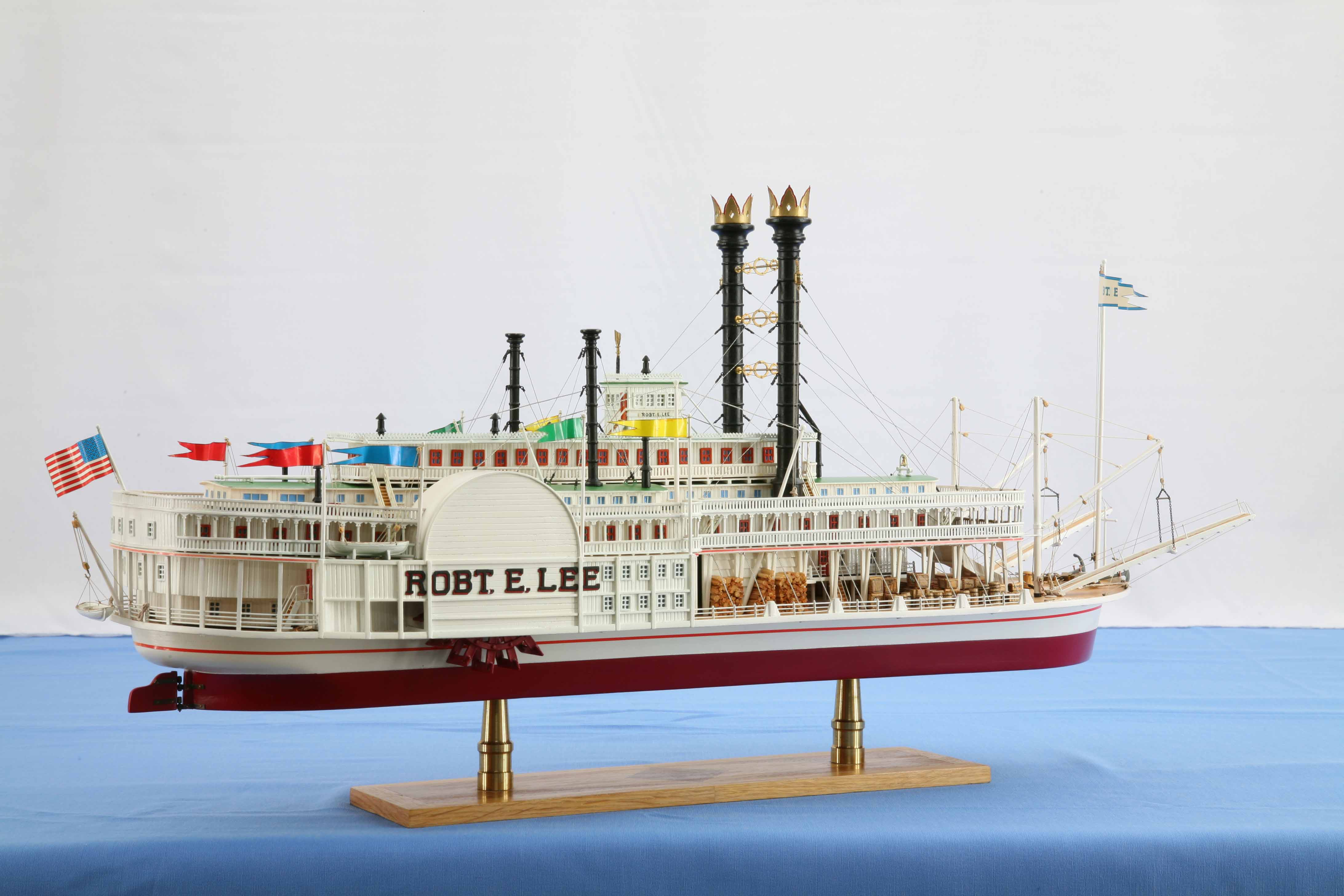 Photos of ship model Mississippi steamboat ROBERT E. LEE ...