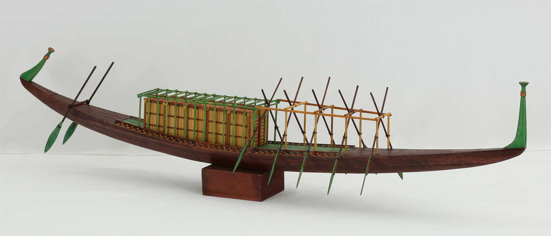 Photos Model Of The Royal Ship Of Cheops Of 2500 Bc-8606