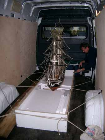 Transport of a 2 mmodel of the American frigate CONSTITUTION